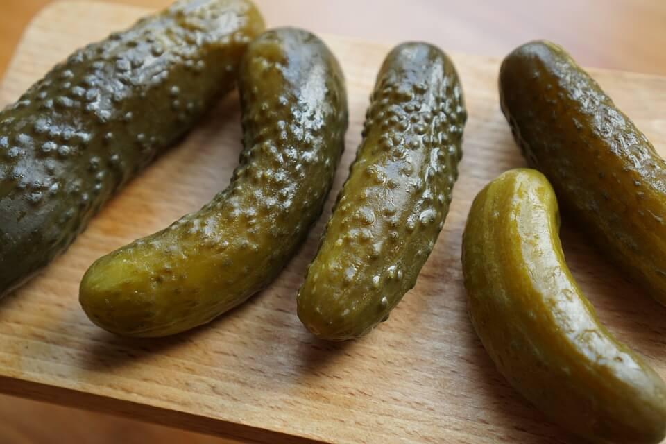 Kovászos uborka készítése, kenyér nélkül